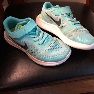 Kids Nike Size 2Y.
